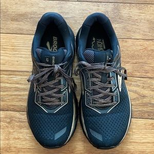 Ghost 12 running shoes Sz 9 black and gold